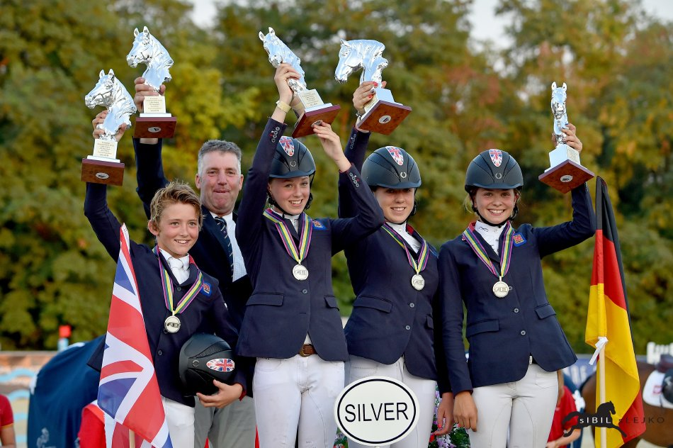 Horse Times Egypt: Equestrian Magazine :Event News :EM in the Lake Arena - Children team gold for Germany