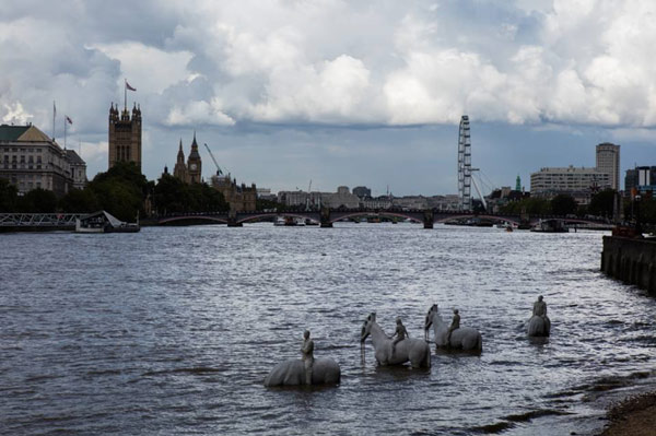 Horse Times Egypt: Equestrian Magazine :News :Horse sculpture installed in tidal reaches of the Thames